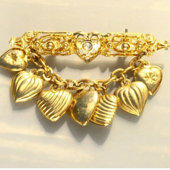 Vintage Jewelry - Gold Tone Carved Heart  Dangle Brooch